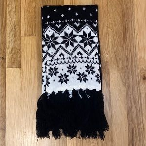4/$20 Black and White Scarf